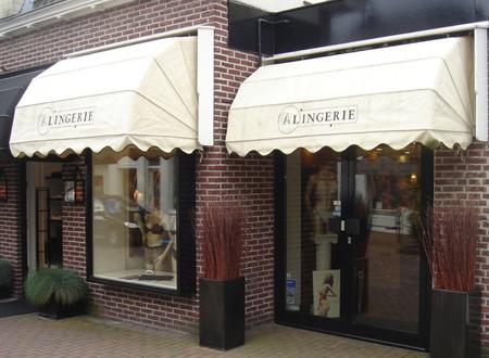 Laren Lingerie, De